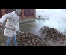 Сжигая мусор получила смертельные ожоги